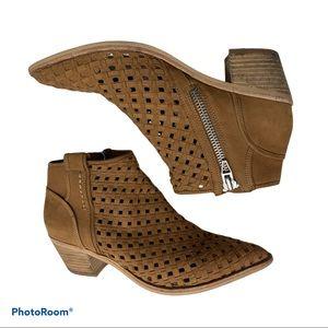 Dolce vita pointed toe zip side booties sz 9.5